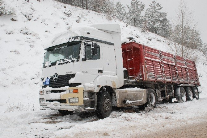 Tokat'ta Kar Yağışı Ulaşımda Aksamalara Neden Oldu