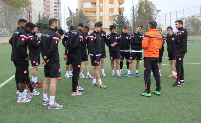 Kupada Gaziantepspor'u ağırlayacak olan Adanaspor, maç saatini bekliyor