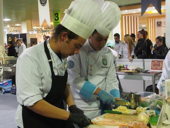 UÜ'lü aşçılık öğrencileri derece ile döndü