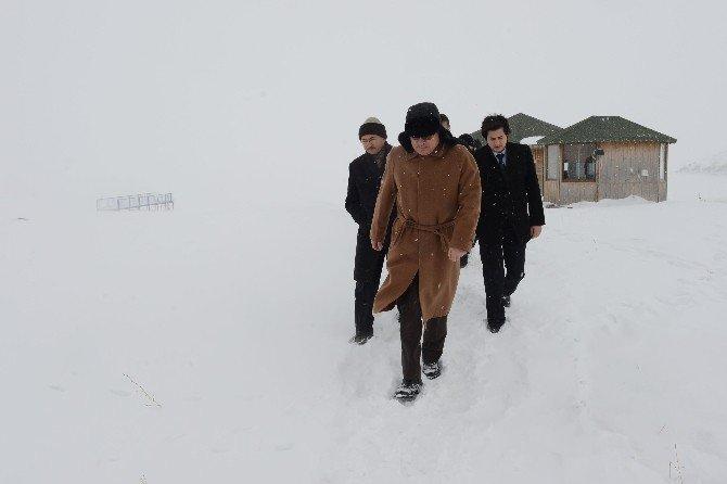 Vali Deniz İle Başkan Köksoy, Kar Ve Buz Şöleninin Yapılacağı Çıldır Gölünde İncelemelerde Bulundular