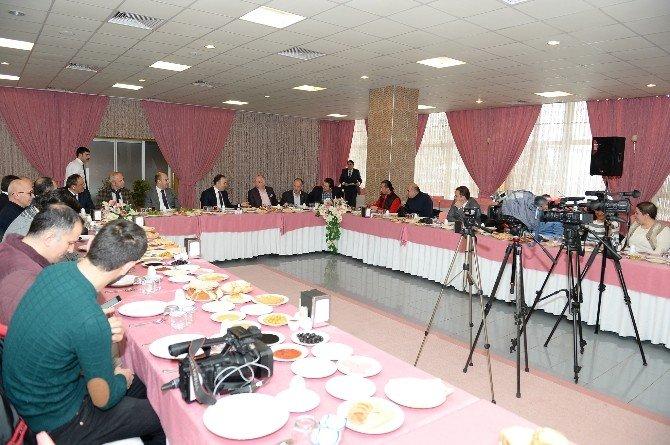 """Vali Altıparmak: """"Erzurum'da Karamsar Değil, Pozitif Bir Algı Oluşturuldu"""""""