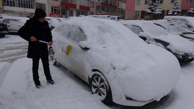 Yozgat'ta kar yağışı kenti beyaza bürüdü