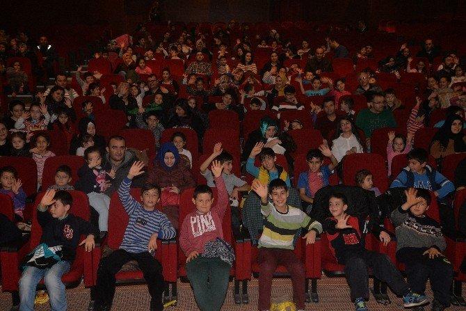 Başkandan Çocuklara Yarıyıl Hediyesi Tiyatro Oyunu Ve Sinema