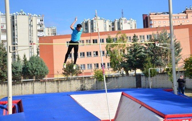 Adana'da Salon Şampiyonası Atletizm İl Seçmeleri Tamamlandı