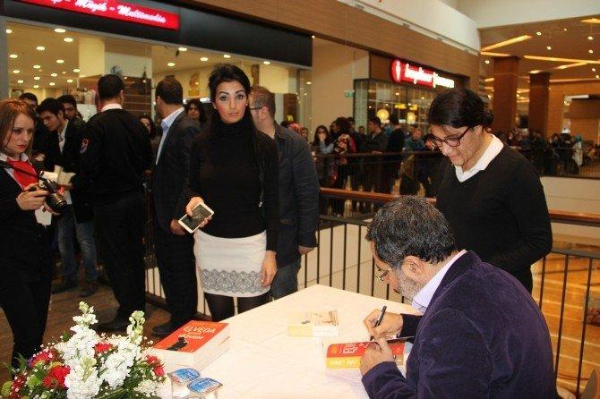 Ahmet Ümit Piazza'da Şanlıurfalı Okurlarıyla Buluştu
