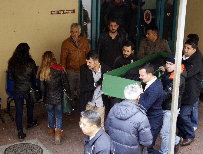 Cinnet Kurbanı Polis Eşinin Cenazesi Gözyaşları Arasında Alındı