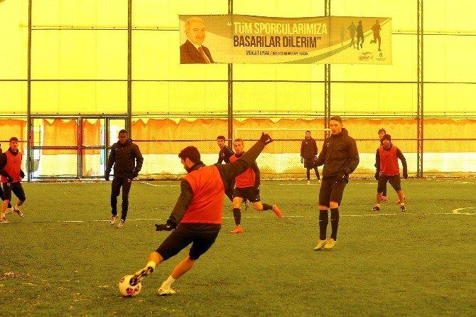 Medipol Başakşehirli Futbolcular, Spor Parkı'nda Antrenman Yaptı