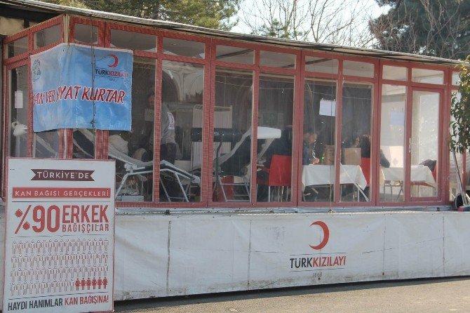 Edirne'den Yola Çıkan Kızılay Tır'ı Babaeski'de Kan Topladı