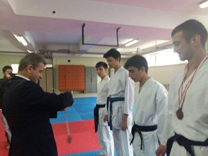 Bilecik'te Lise Ve Ortaokullar Arası Karate Şampiyonası Yapıldı