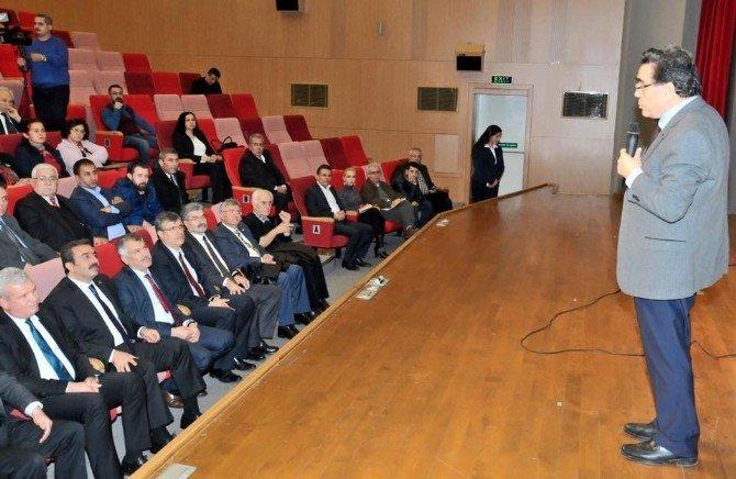 """Prof. Dr. Oyan: """"Türkiye Her An Krize Düşebilecek Kırılgan Bir Ülke"""""""