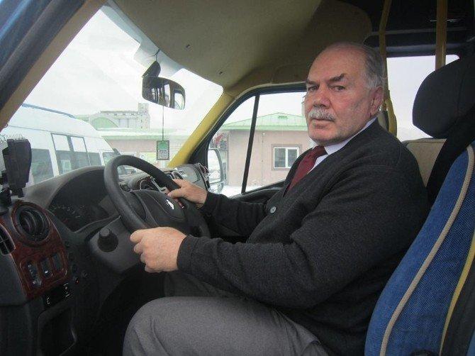 Minibüsçüler Ve Dolmuşçular Odası Yönetimi Ve Başkanı Yılmaz Ağgön, Duraklardaki Minibüsleri Denetledi