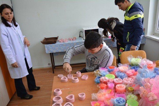 Yozgat'ta Eğitilebilir Zihinsel Engelli Öğrenciler Yaptıkları Çalışmalarla Görenleri Şaşırtıyor