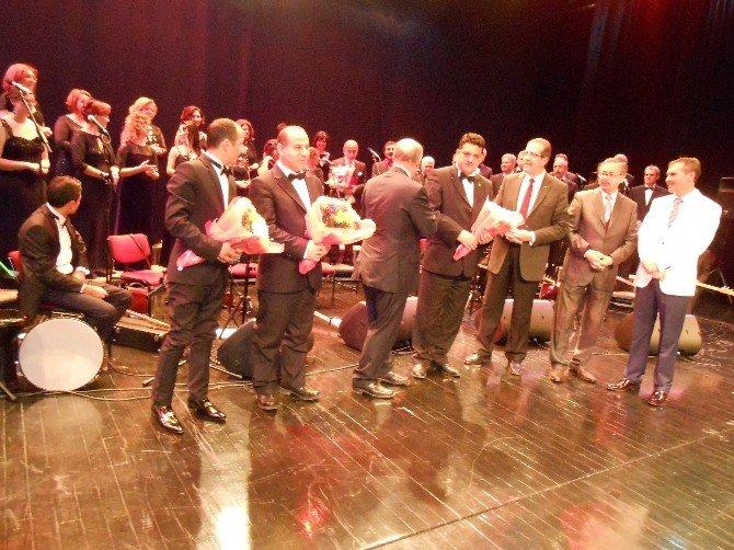 Türk Halk Müziği Korosunun 42'inci Sanat Yılı Konserine Yoğun İlgi