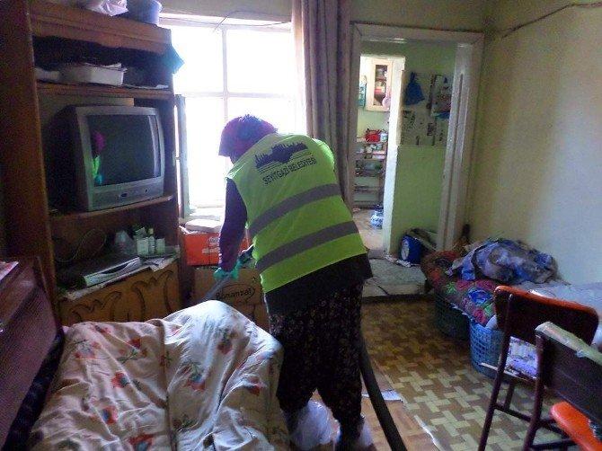 Seyitgazi Belediyesi'nden Yaşlı Ve Engelli Vatandaşların Evlerine Temizlik Hizmeti
