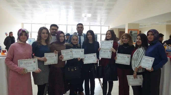 Eyyüp Cenap Gülpınar Gençlik Merkezinde Resim Sergisi Açıldı.