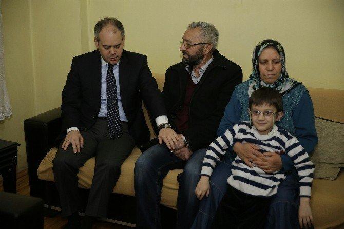 Bakan Çağatay Kılıç, Şehit Ailesine Taziye Ziyaretinde Bulundu