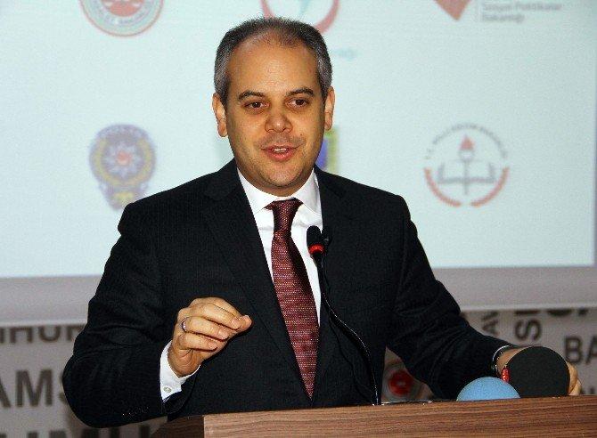 """Bakan Kılıç, """"Mağdurlara Yeni Yaklaşım Paneli""""ne Katıldı"""