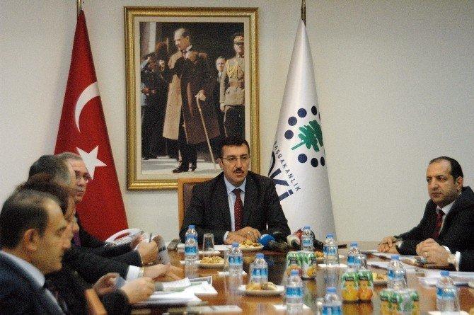 """Bakan Tüfenkci: """"Sarp Sınır Kapısı'nı Yeniden İnşa Edeceğiz"""""""