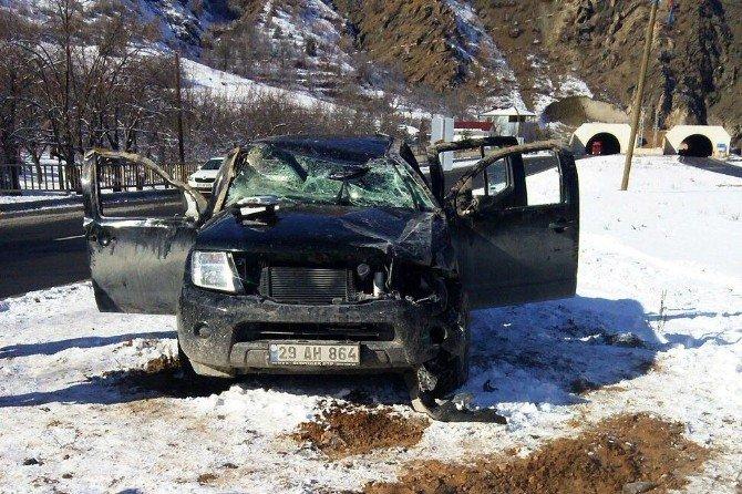 Akaryakıt Tankeri Harşit Çayı'na Uçtu: 2 Yaralı