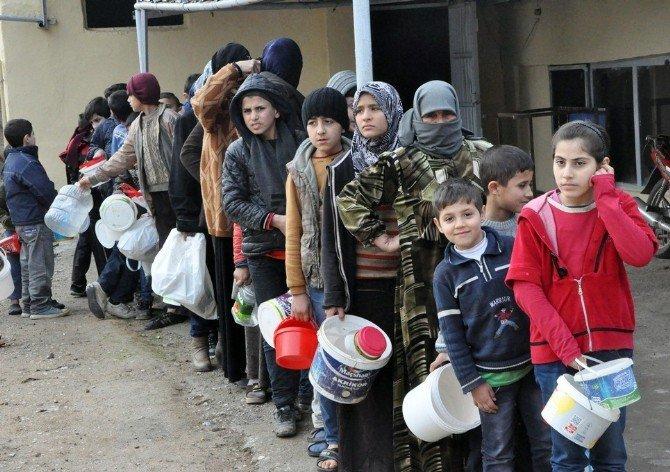 Hayırseverden Suriyelilere Sıcak Yemek