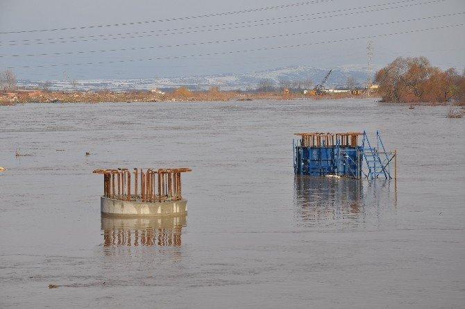 Otoyol İnşaatı Sular Altında