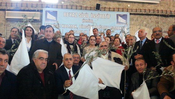 İzmir'de 113 STK'den 'İnsanlık ölmesin, analar ağlamasın' çağrısı
