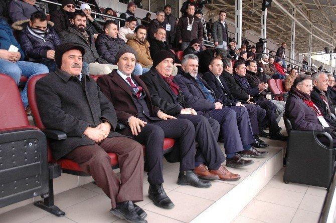 Belediye Başkanları Gazi Stadyumunda Kastamonu Maçını İzlediler