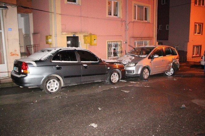 4 Otomobile Çarptığı Aracını Bırakıp Kaçtı