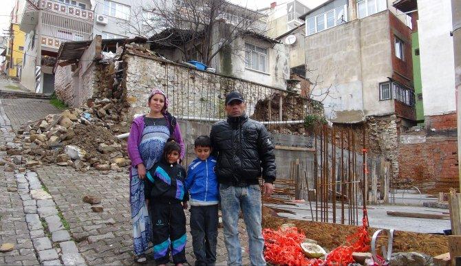 'Ya soğuktan donup öleceğiz ya da ev başımıza yıkılacak'