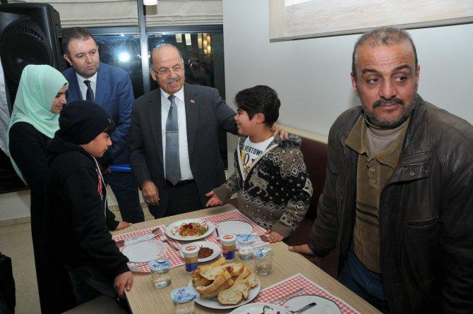 Sığınmacılar, ilin yöneticileri ile yemekte buluştu