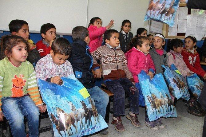 İstanbul Polisinden Iğdır'daki Çocuklara Karne Hediyesi