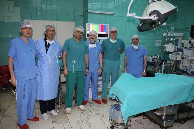 Kadın doğum uzmanlarına kapalı ameliyat teknikleri öğretildi