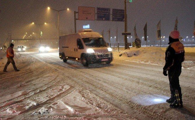 Kütahya'da Kar Yağışı Ulaşımda Aksamalara Neden Oldu