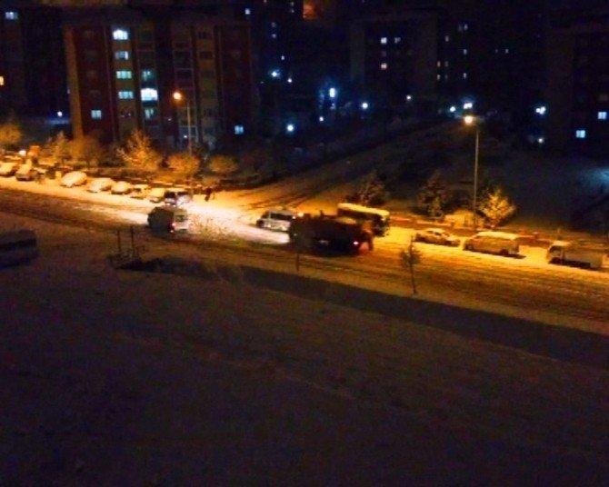 Malatya'da Kar Yağışı Sürücülere Zor Anlar Yaşattı