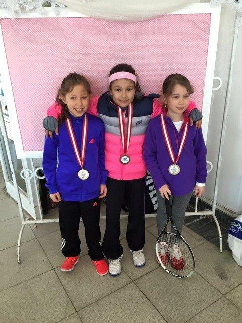 Minik Tenisçilerin Başarısı