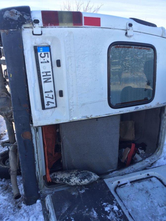 Nevşehir'de minibüs devrildi: 4 yaralı