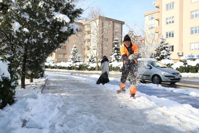 Buz savaşçısı mevkiciler, yaya güvenliği için iş başında