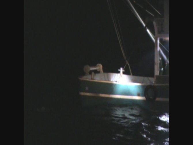 Sahil Güvenlik kaçak trol avcılarına göz açtırmıyor