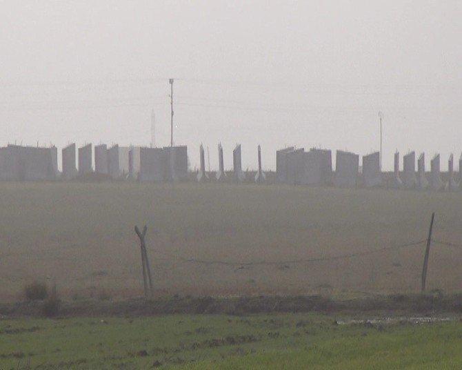Sınıra Üç Metrelik Beton Duvar Örülüyor