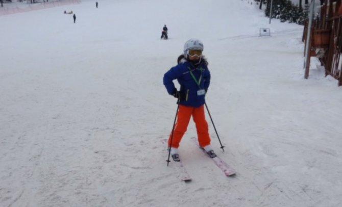 Kar kalınlığı 80 santimetreyi aşan Sarıkamış, kayak severleri bekliyor