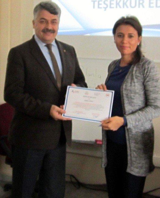 Alaşehir'de 50 Öğretmene 'Öğrenci Koçluğu' Sertifikası Verildi