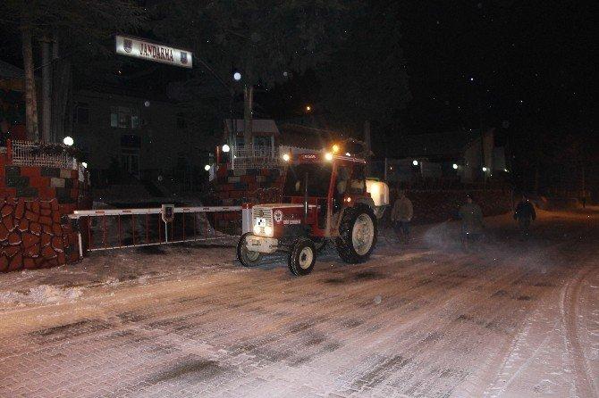 Acıpayam Belediyesi'nden Buzlanmaya Karşı Önlem