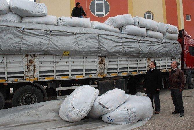 Suriyelilere Battaniye Ve Ayakkabı Yardımı
