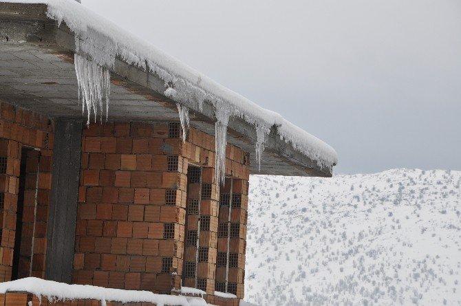 Buz Sarkıkları Vatandaşı Tedirgin Ediyor