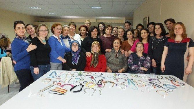 Burhaniye'de Kadınlar Takı Atölyesi Kurdu