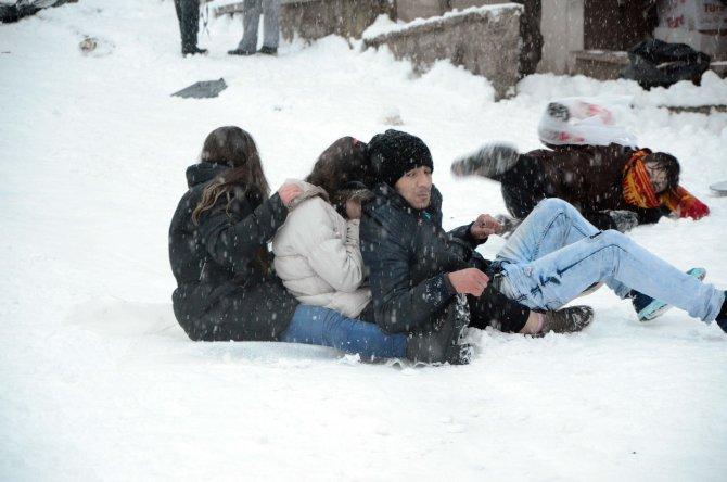 Kar tatilini fırsat bilen çocuklar doyasıya eğlendi
