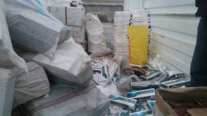 Binlerce paket kaçak sigara ele geçirildi, şüpheliler tutuksuz yargılanacak
