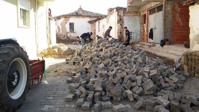 Burhaniye Belediyesi Yol Yapım Çalışmaları Tüm Şehir Genelinde Devam Ediyor