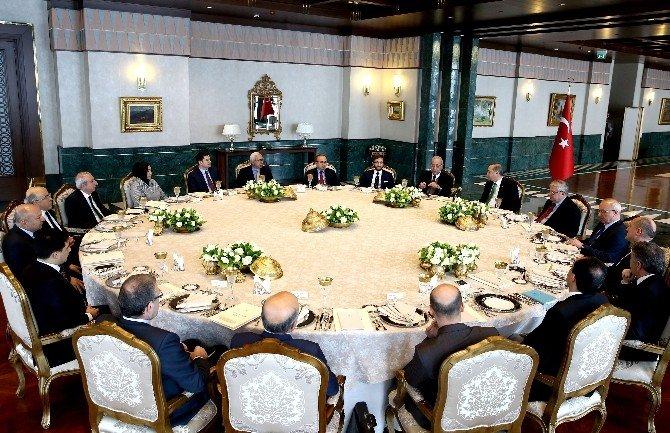 Cumhurbaşkanlığı Sofrası'nda 'Terör Ve Demokrasi' Konuşuldu