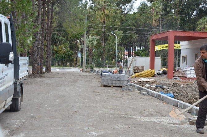 Dalaman'da Parke Taşı Döşeme Çalışmaları Devam Ediyor